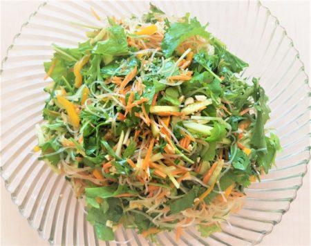 Salat mit Mizna und Glasnudeln