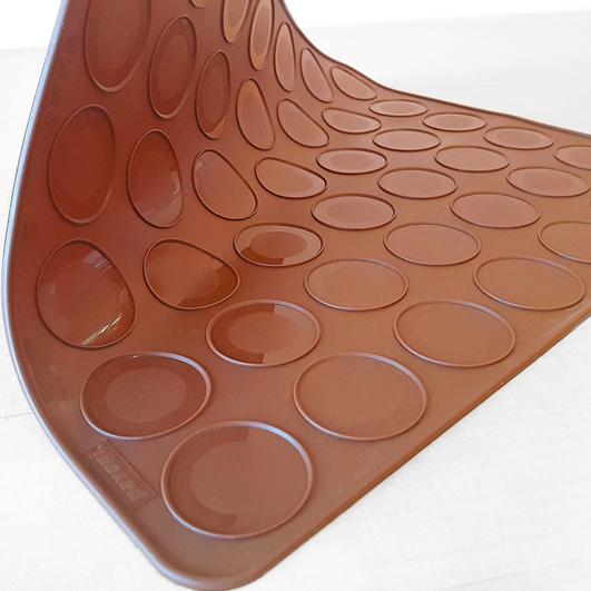 An der Perfektionsgrenze: Die Silikonbackmatte für Macarons und Kekse von Pavoni