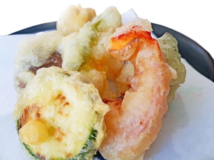 Tempura mit Zucchini und rotem Paprika