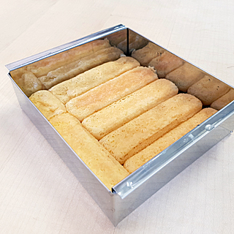 Yuzu-Semifreddo - Biskuits auslegen
