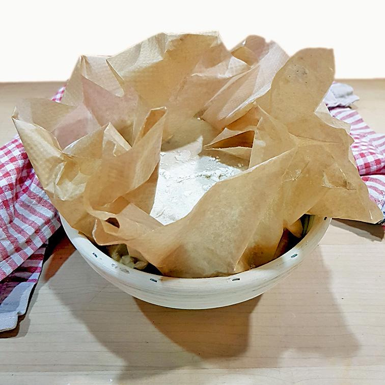 Brot ohne Kneten mit Lievito Madre (mit Backpapier im Gärkorb)