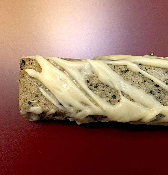 Sesamstangen mit weißer Schokolade