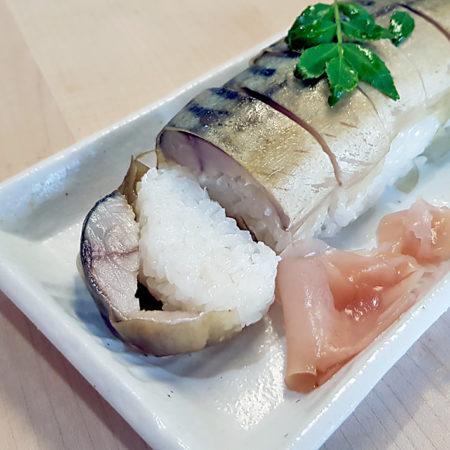 Makrelen-Sushi mit Kombu