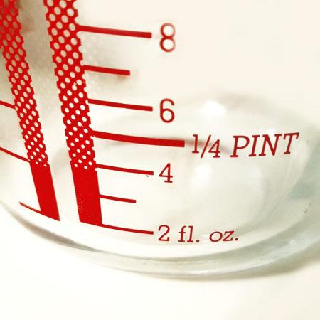 Fluid Ounce-Einheiten auf dem Pyrex-Messbecher