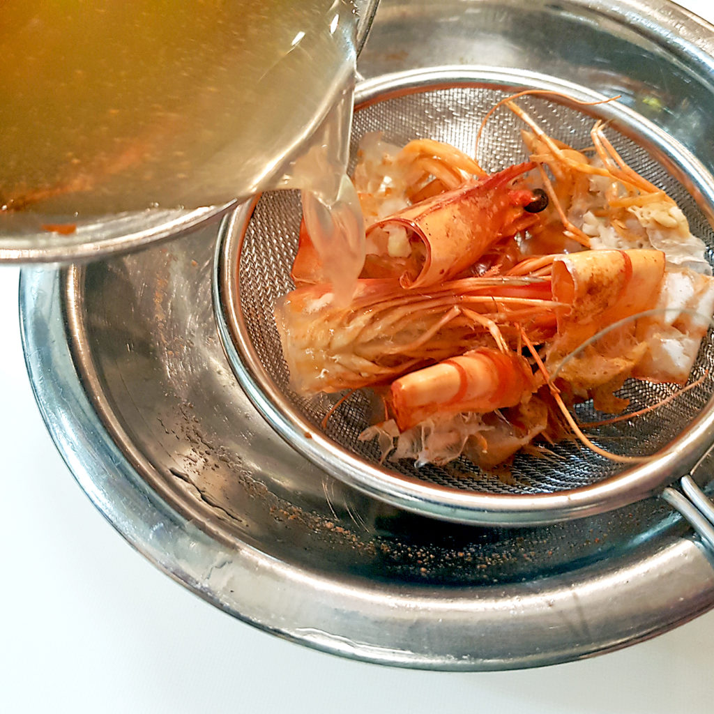 Shrimp-Brühe aus Überresten